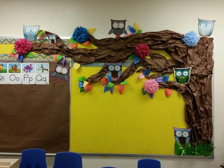 Sal n de clases decorado con rbol de papel con tema de - Decoracion con buhos ...
