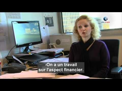 Christelle, secrétaire-comptable, est une personne indispensable à toute CUMA. C'est elle qui réalise l'ensemble des taches administratives. Un poste où il f...