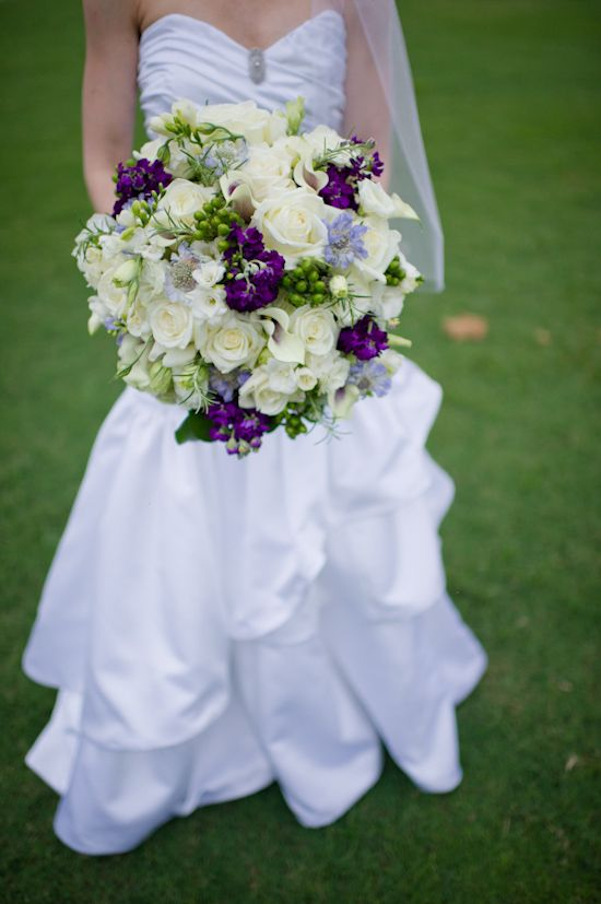 Gorgeous bouquet  for a aubergine wedding