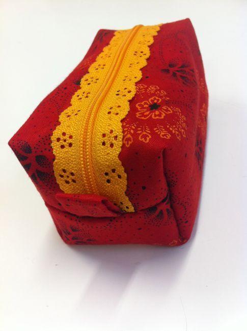 La trousse carrée à fermeture dentelle | Au fil d'Emma - Idées patchwork et couture facile