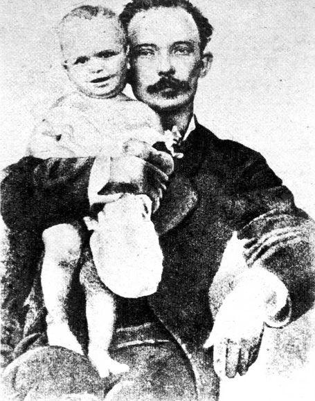 Este es una fotografia de Jose Marti con su hijo José Francisco Martí Zayas-Bazán que apartir de agosto 27, 1890 nunca lo iba ver otra vez.