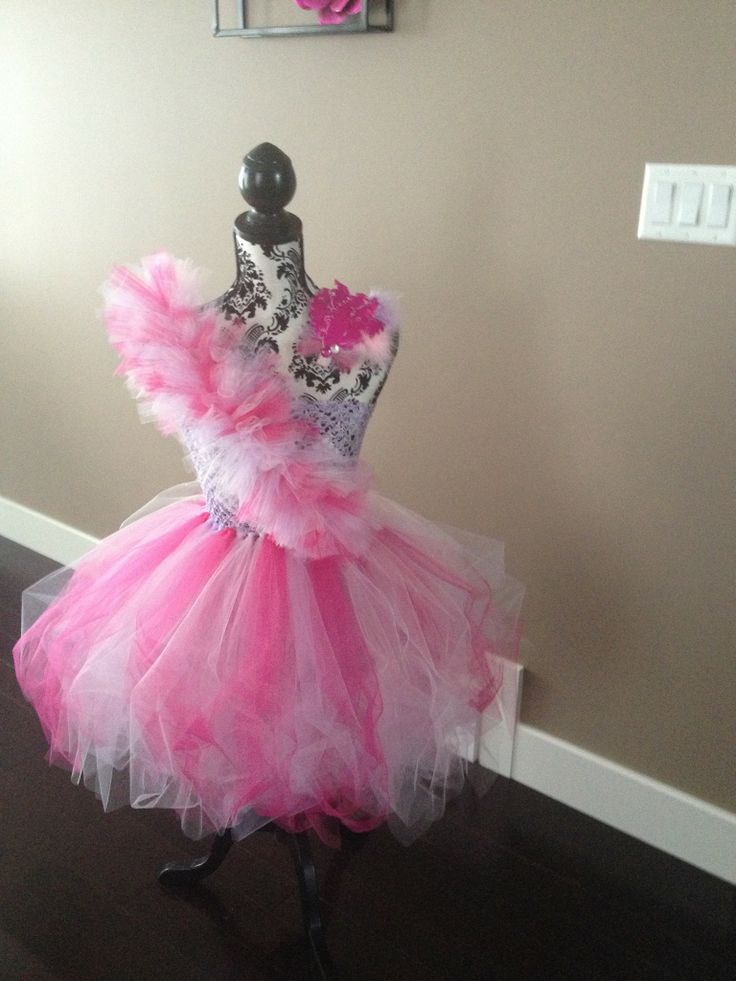 I made this tutu for my oldest daughter :)