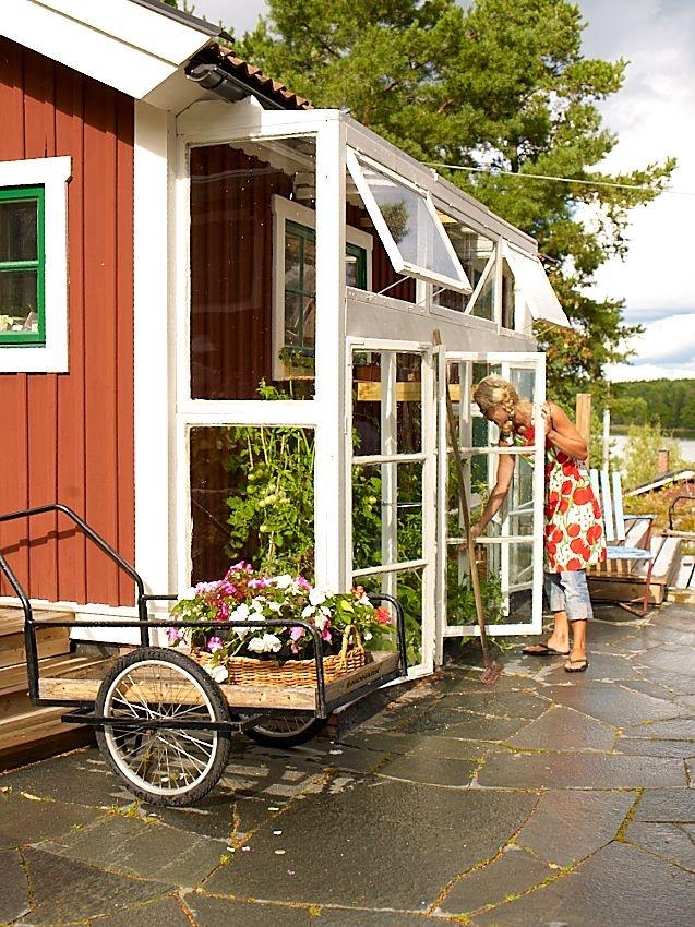 i love this little green house on the side of the house. good idea :)  Sanna  Sania