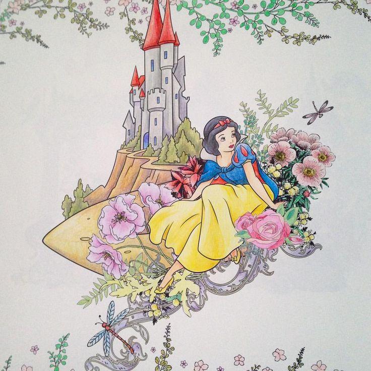 白雪姫 なんか裏のページがうっすら見えてる気がする。 #ディズニーガールズ #ディズニーガールズカラーリングブック #coloriage #coloringbook #コロリアージュ #塗り絵 #大人の塗り絵