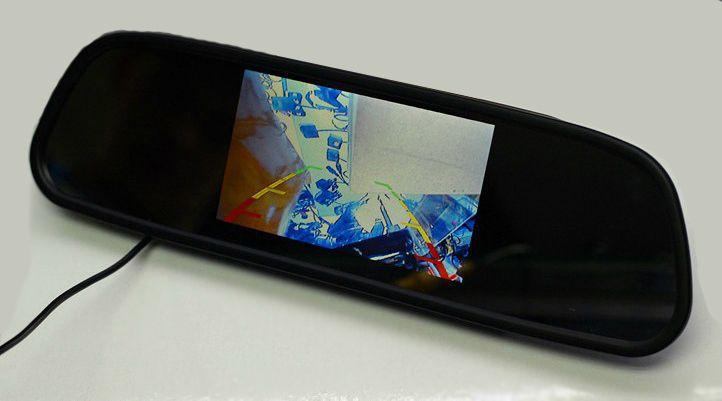 DESCRIPTIONMiroir intérieur avec un large écran, système de vision bi- directionnelle, se connecte à une caméra ou tout autre signal vidéo (DVD,VCD,GPS,TV…). Bascule automatiquement entre AV1 et AV2 (ex: caméra arrière). Idéal pour les manœuvres et éviter les accrochages. COULEURNoir RESOLUTION480x234 pixel  SORTIERCA Audio/Vidéo TAILLE ECRAN5 pouces format 16:9 4:3 écran tactile PAL/NTSC ALIMENTATION12-24V  ACCESSOIRESCâble