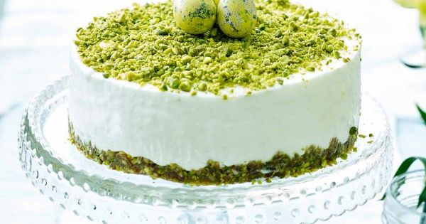 Cheesecake op een bodem van pistachenoten en dadels