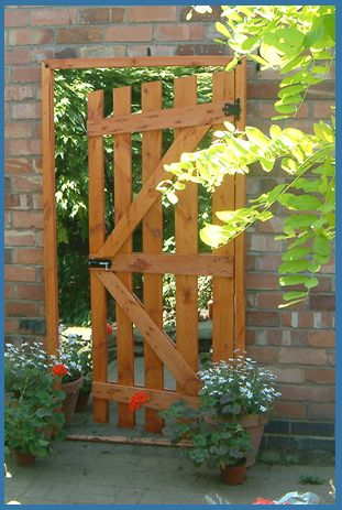 Garden Mirror Illusion Open Garden Gate. Some interesting mirrors on this UK website & reasonably priced!