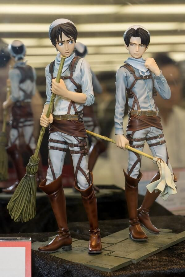 Levi Ackerman and Eren Yeager Cleaning Statue by Banpresto ...