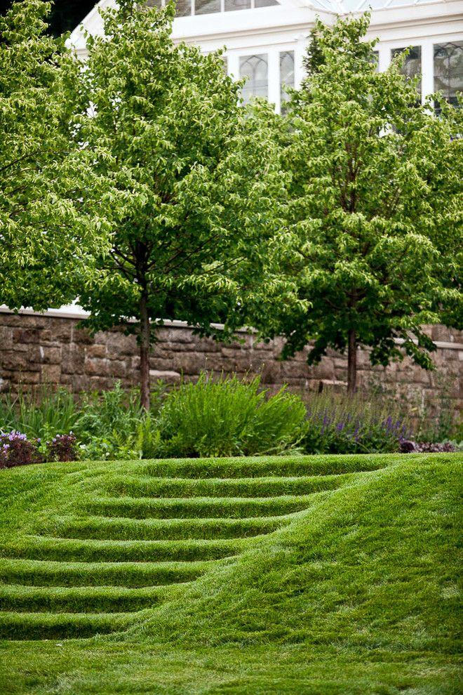"""Газонная трава, которая уничтожает сорняки: простое решение для идеального сада http://happymodern.ru/gazonnaya-trava-kotoraya-unichtozhaet-sornyaki/ Садовые ступеньки декорированы газонным """"ковром"""""""