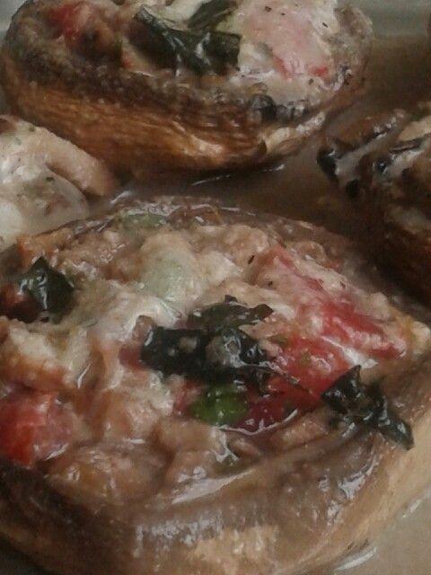 Funghi ripieni Pomodori, formaggio e speck