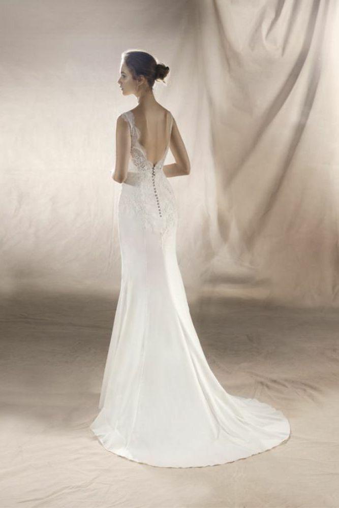 http://www.gatehousebrides.co.uk/wp-content/uploads/2017/03/white-one-dresses-SATURN-C.jpg