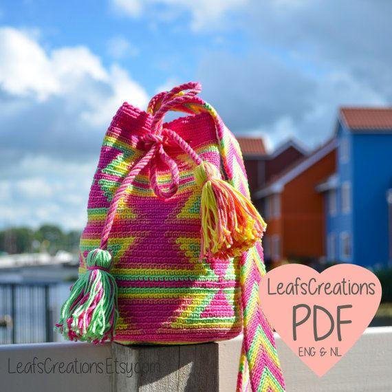Crochet el bolso de patrón (holandés e inglés) PDF Mini Mochila con capas banda dividido en fucsia, verde, amarillo y rosa. ¿Son ganchos de
