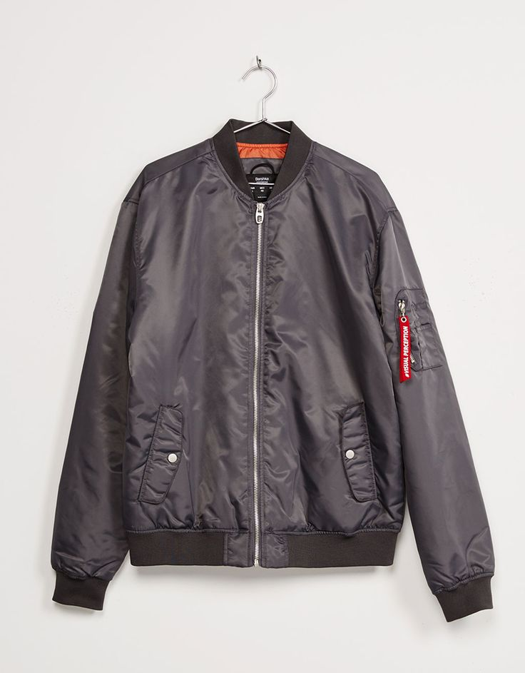 http://www.bershka.com/es/hombre/new-collection/abrigos-y-cazadoras/bombers/cazadora-bomber-acolchada-c1010165546p100469010.html?colorId=802