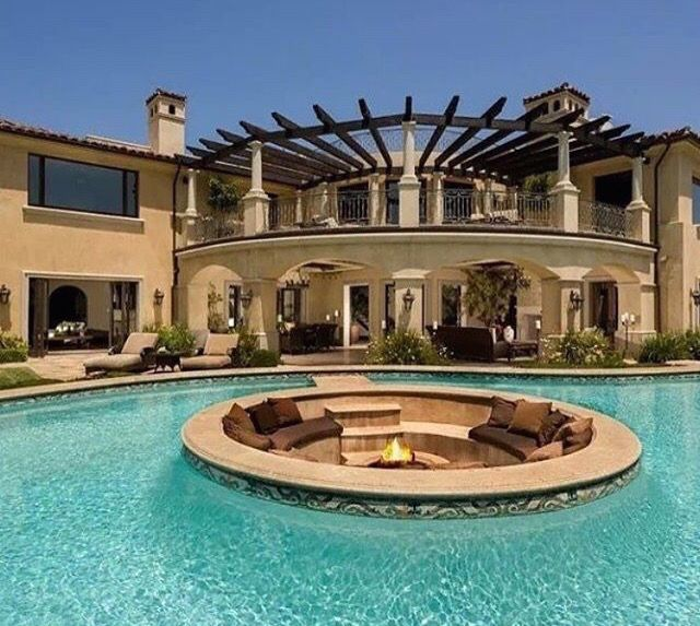 Now Trending Pool Design With Sunken Seating And Firepit