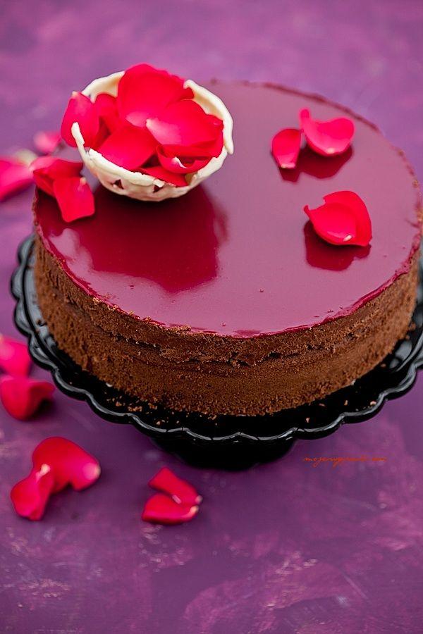 tort czekoladowy z chrupiaca pralina biszkopt migdalowy moje wypieki