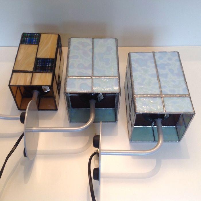 Online veilinghuis Catawiki: Lot van 3 glas in lood wandlampen - Nederland – Tweede helft 20e eeuw