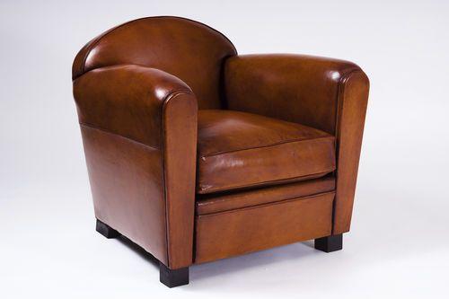 """Fauteuil Club en cuir Dit """"le fauteuil Confortable"""" vers 1929,est un meuble français, sans doute introduit dans les clubs français et anglais."""