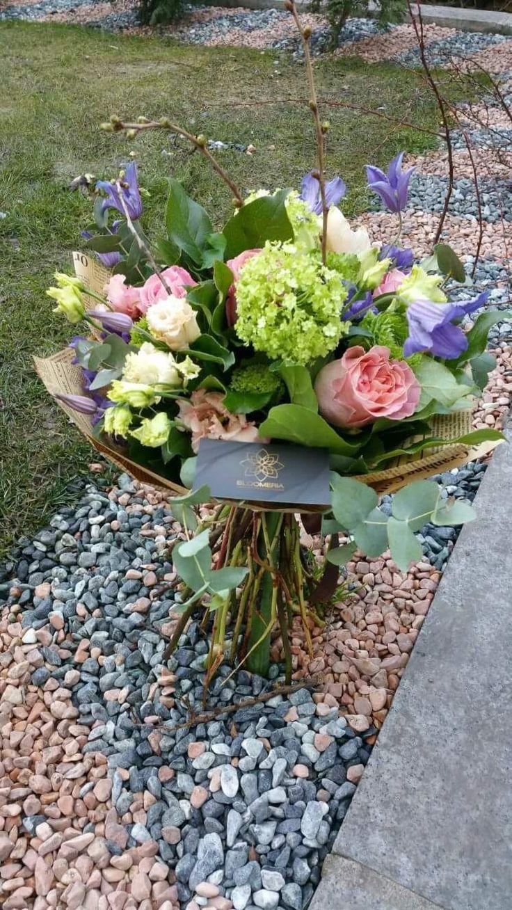 bloomeria.ro Astazi oferim cele mai frumoase flori si in schimb primim zâmbete dulci!  Primavara frumoasa tuturor. #flowerslovers #flowers #spring #culori #purple #pink #green #white #artist #florist #bucharest #shoponline #livram #smile #zambeste #bloomeria