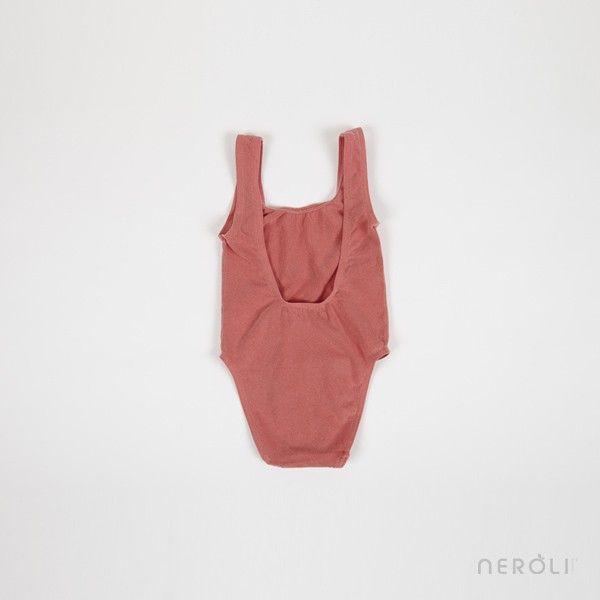 Traje de baño rojo entero con dibujo WOW! para niña de Bobo Choses. #girl #swimsuit #fashion #NeroliByNagore #SS14 #BoboChoses