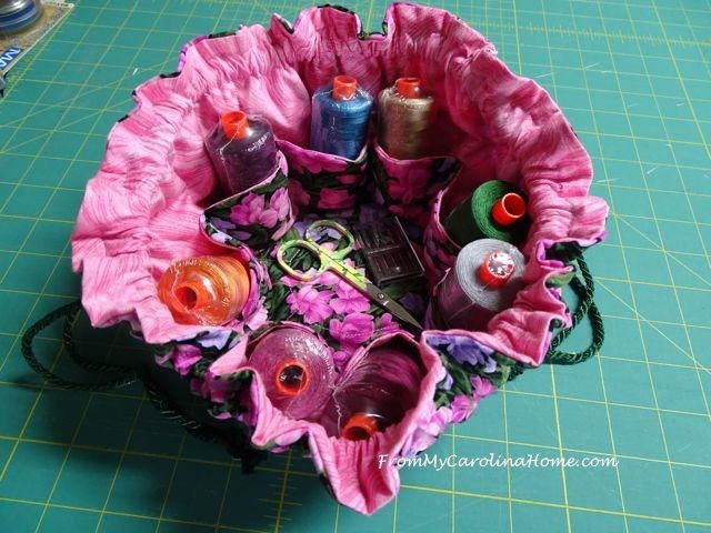 Sewing Kit or Jewelry Bag Tutorial | Take your sewing gear with you with this handy bag tutorial!