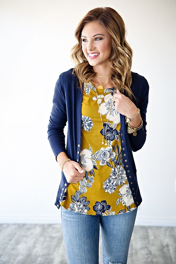 Cuuuute! Love this color! Floral top and cardigan js my jam!