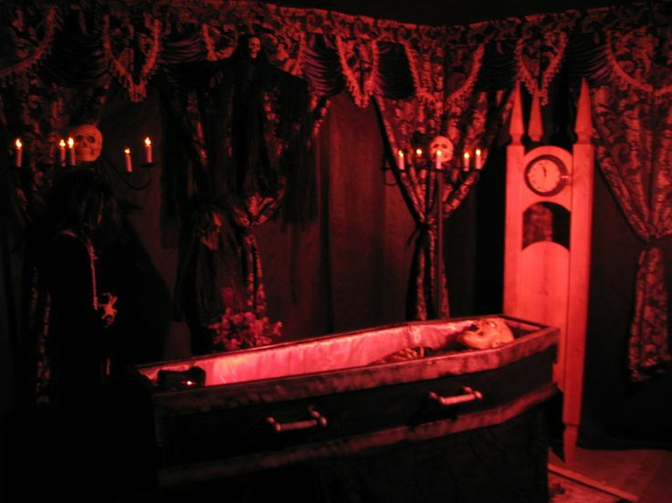 Haunted house vampire room ideas house ideas for Haunted room ideas