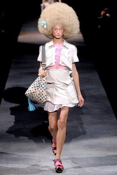 fff146b62153 Louis Vuitton Spring 2010 Ready-to-Wear Collection - Vogue