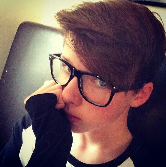 i want this haircut so bad its so cute and it could be gender neutral i guess but typically for males