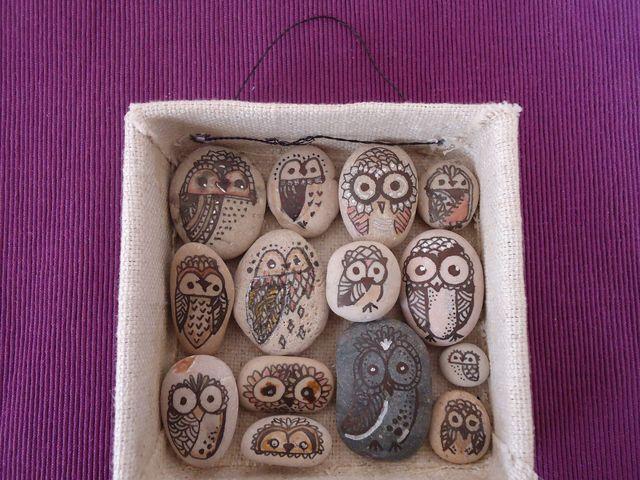 Cómo hacer un cuadro con piedras de río.: Acomoda las piedras y termina tu cuadro.