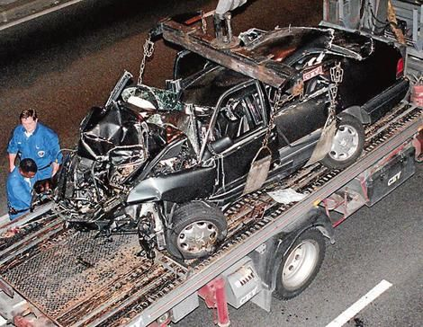princess+diana+death+photos   Offers … the Mercedes-Benz is taken away after the crash.