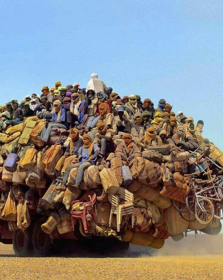 どうやって視認するんだろう?。 Camion lybien au Tchad
