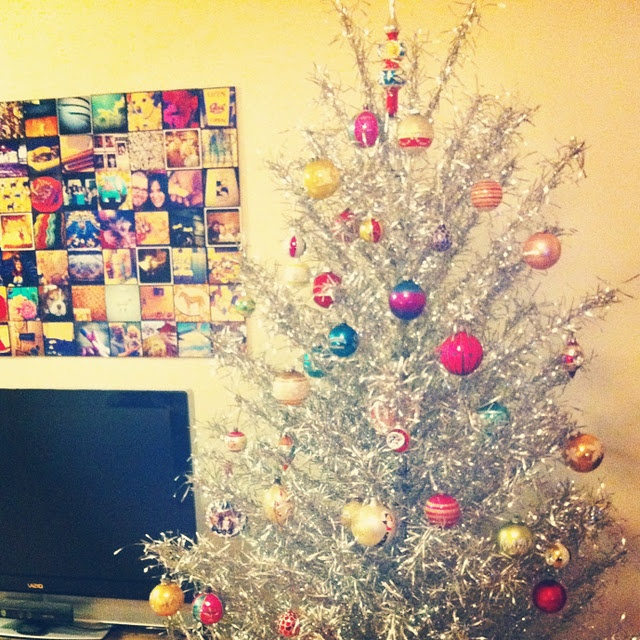 Silver Tinsel Christmas Tree With Color Wheel: 106 Best Tin Christmas! Images On Pinterest