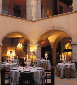 Les Loges - Les Loges, restaurant gastronomique étoilé de la Cour des Loges. Brunch le dimanche. 8 rue du bœuf Lyon 5ème.