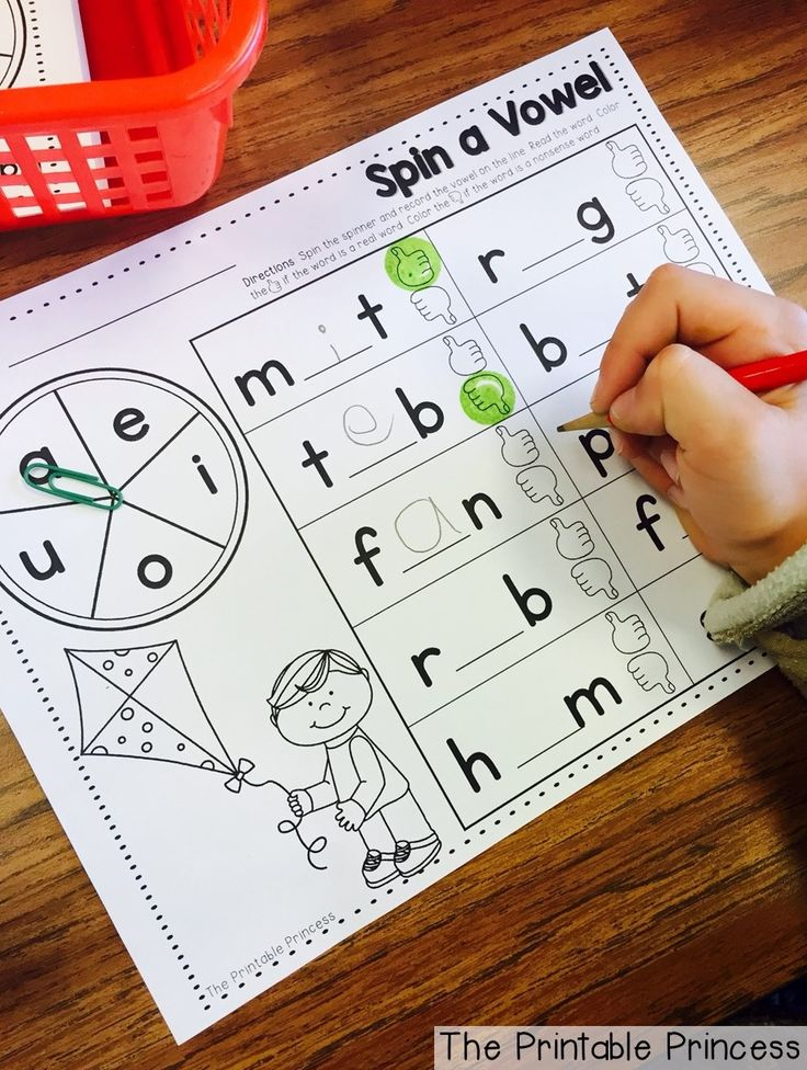 Real or nonsense word practice. Spin the spinner to make a word. Decide if it's a real word or nonsense. So fun, so little prep!