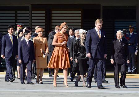オランダのウィレム・アレクサンダー国王夫妻の歓迎行事に臨まれる天皇、皇后両陛下、皇太子ご夫妻=29日午前、皇居・宮殿東庭(代表撮影) ▼29Oct2014時事通信|オランダ国王夫妻の歓迎行事=雅子さま、5年半ぶり出席 http://www.jiji.com/jc/zc?k=201410/2014102900161 #Emperor_Akihito #Empress_Michiko #Willem_Alexander #Queen_Máxima