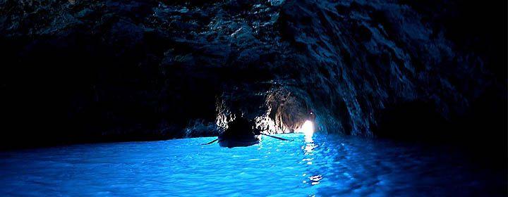 Kék barlang  Kapri szigetén, Olaszországban található tengeri barlang. A név abból ered, hogy a víz alatti barlangon keresztülhaladó napfény kékes visszaverődést hoz létre, ami megvilágítja a barlangot.