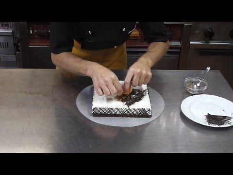 Torta mousse al latte e miele con gocce di cioccolato e canditi | Atelier Cucina