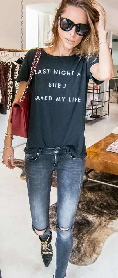 distressed denim. studded boots. tee. LOVE those boots