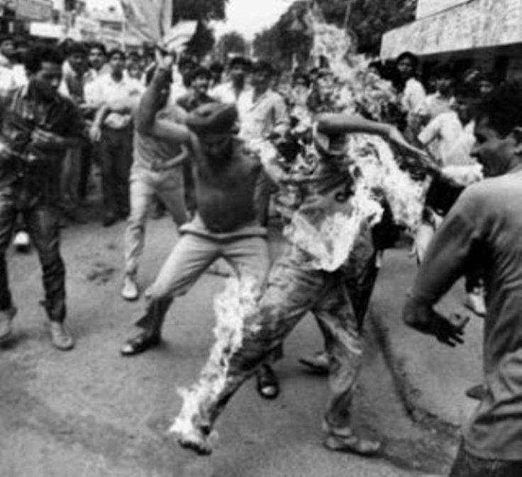 1990 :: Rajeev  Goswami , A Delhi student, immolating himself during anti-Mandal Protest