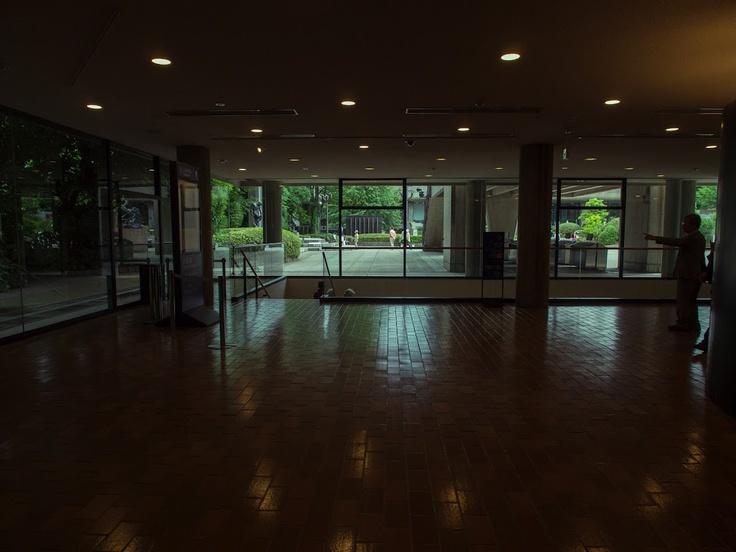国立西洋美術館/ル・コルビュジェ。ロビー。
