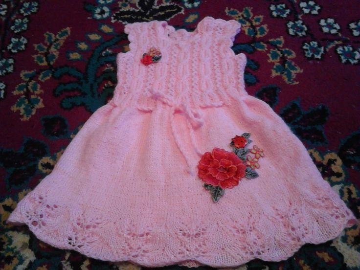rochiță tricotată pentru fetițe de 1 an.
