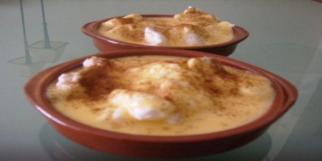 Dulce de Huevos Mol, una antigua y deliciosa Receta del Chile colonial que puede utilizarse para relleno de tortas y pasteles o como postre, adornando con clara batida y canela en polvo.