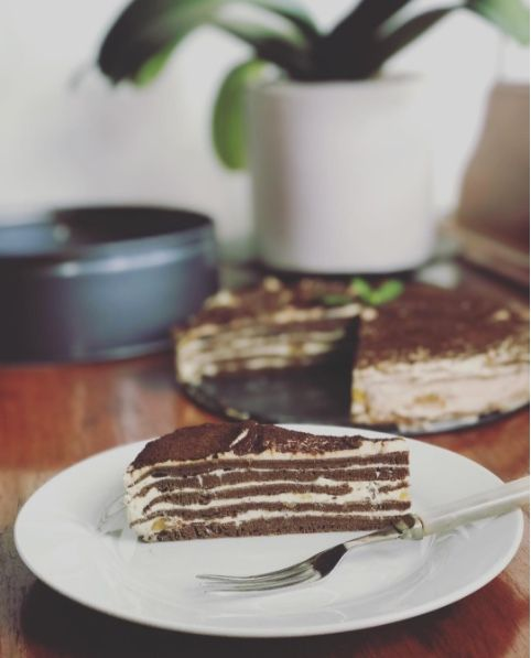 This is a Carob & Caramel Pancake Cake, using Health Riots Cassava Flour, and is super tasty /// #HealthRiot #CassavaFlour #Pancake #cake #carob #caramel #delicious #dessert #healthy