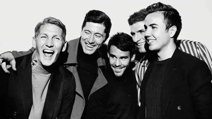 Bastian Schweinsteiger, Robert Lewandowski, Juan Bernat, Thomas Muller and Mario…