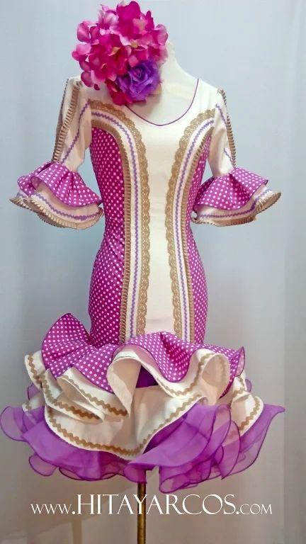 Disponemos de una Tienda  y Taller Artesanal en Granada donde  diseñamos y confeccionamos exclusivos trajes de flamenca a medida.