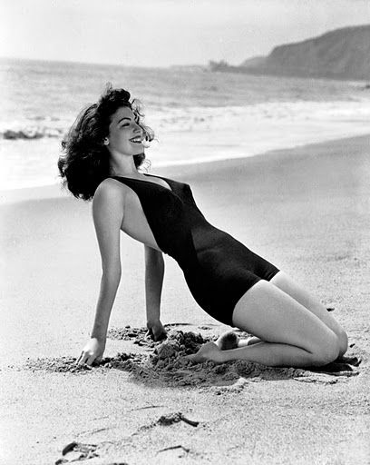 love the suit!Ava Gardner, Vintage Summer, Hollywood, Icons, Bath Suits, Beach, Pinup, Bath Beautiful, Beautiful People