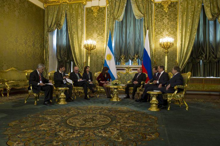 La Argentina y la Federación Rusa acordaron una veintena de convenios en distintas áreas, entre ellas la energética, que abarca la cooperación para la construcción de una nueva central nuclear, el desarrollo de Chihuido y con YPF para nuevos proyectos de exploración de hidrocarburos -http://www.cfkargentina.com/sintesis-de-los-acuerdos-suscriptos-con-rusia/
