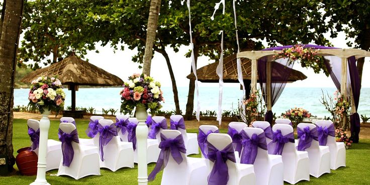 Your wedding in paradise at InterContinental Resort Bali. Frolic on green lawns and pristine white beaches #Jimbaran http://www.prestigiousvenues.com/venue/intercontinental-bali-resort/