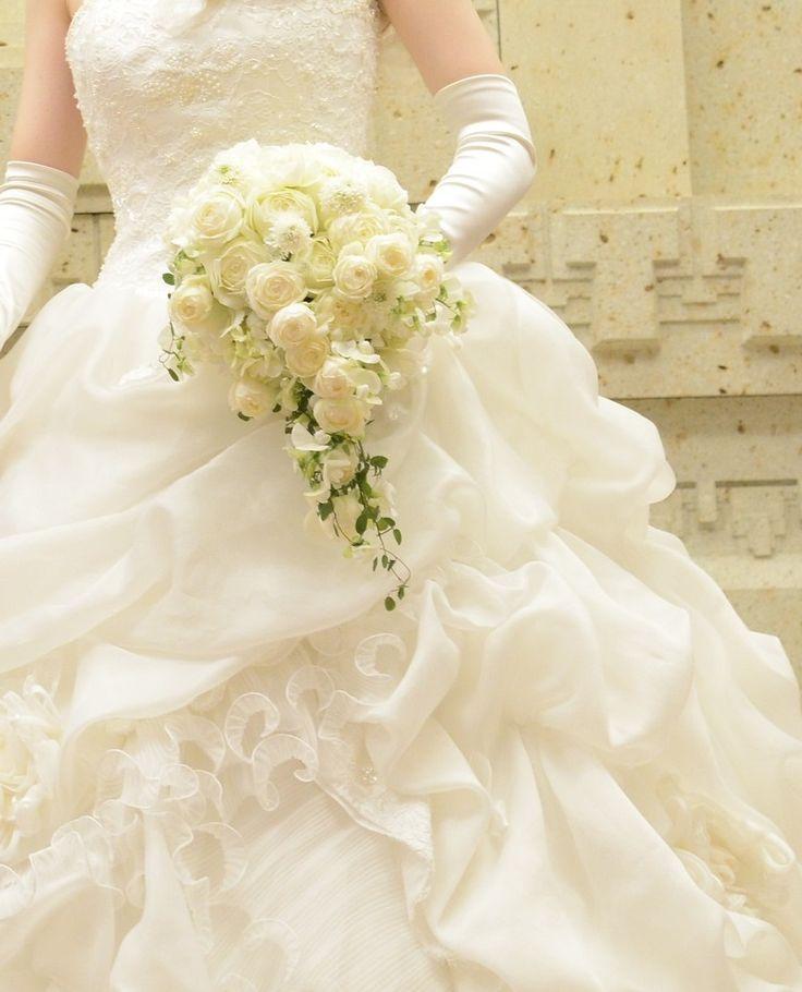 帝国ホテルの花嫁様へ、お届けした白いキャスケードブーケ。昨年の12月のご結婚式でした。花嫁様からのメールを、ご紹介させていただきます。・・・・・・・・・・...