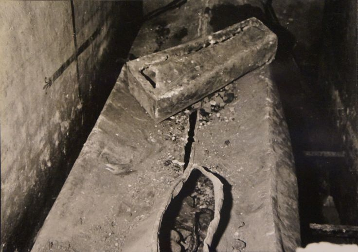 The coffin of Jacob II of Luxemburg-Fiennes, Lord of Sotteghem (+1517), grandfather of Lamoral, count of Egmont, found in the paroissial church in Zottegem (Belgium), just behind the original tomb of Lamoral and his wife Sabina of Bavaria. The small coffin on top is from Isabella of Egmont, the sixth child of Lamoral and Sabina, who died in her first year and was buried in the tomb of her grand-grand father, in 1556